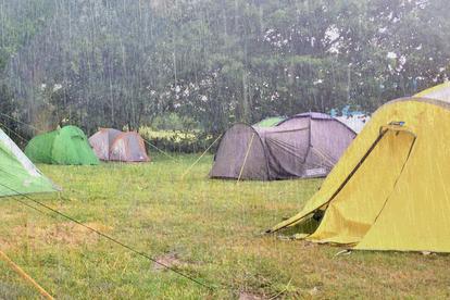 キャンプ決行日に台風が上陸予定! 可否の基準は「1週間前の温帯低気圧」だった? その理由とは