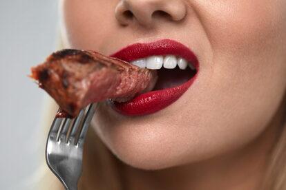 ステーキ・肉・女性