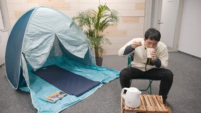 ▲北本アナはついに会議室でキャンプ!?(近日公開予定)