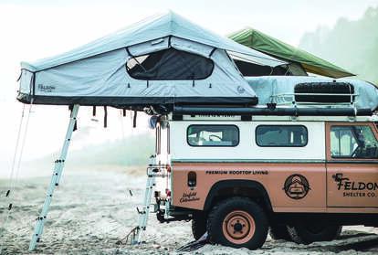 まるで移動式「ツリーハウス」! いま脚光を浴びるクルマの「屋根上テント」の中身とは
