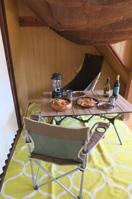 掃除用品置き場にしている階段下のスペースを活用しておうちキャンプ