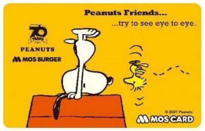 モスバーガー「スヌーピーデザインモスカード」(c)2021 Peanuts