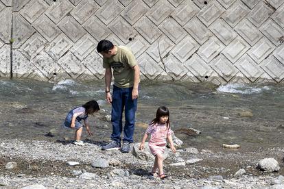 これから迎える夏に向けて、河原で遊ぶときのルールとマナーについて解説