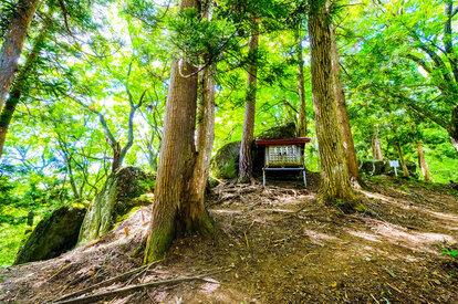 大石神ピラミッド祠(青森県 新郷村)