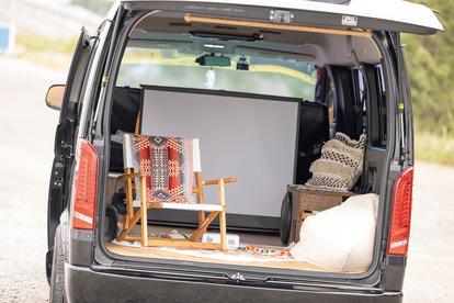 仕事に、遊びに、車中泊に! 3者3様の「ハイエース女子」の日常