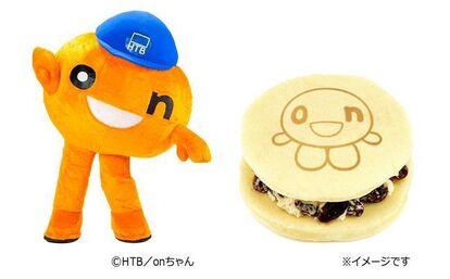 HTB北海道テレビのキャラクター「onちゃん」と、「EKI na CAFE 白どらレーズンバター(onちゃん)」