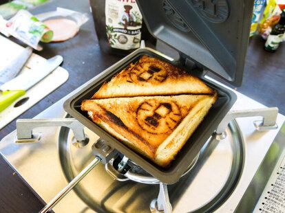 サンドイッチだけじゃない!万能調理器具ホットサンドメーカーを有効活用しよう。