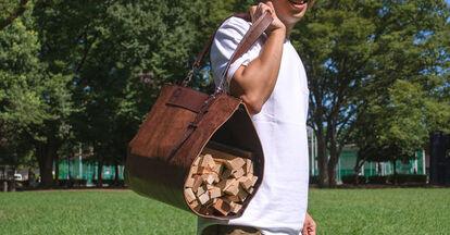 重たい薪を運べる丈夫な素材