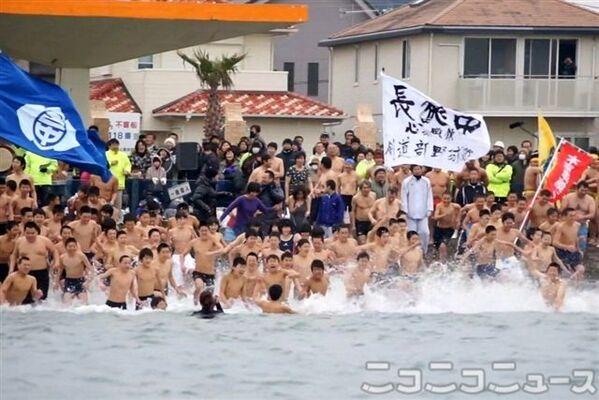 自衛隊の訓練よりも厳しい? 千葉で寒中水泳大会が開かれる | ニコニコ ...