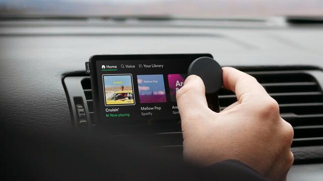 【Spotify】ドライブ中のはかどる音声機能を搭載した車載デバイス「Car Thing」