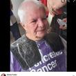 寄付のため伸ばした髪をカットした82歳女性 「白髪だから」と慈善団体に断られる(英)(8コメント)